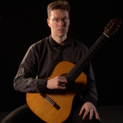 MARIO KURTJAK – classical guitarist